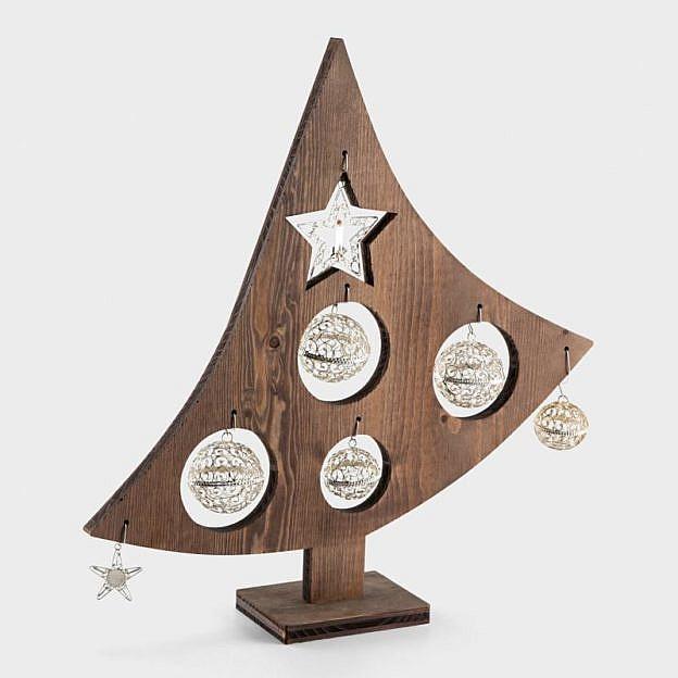 Weihnachtsbaum mit Silberdekor
